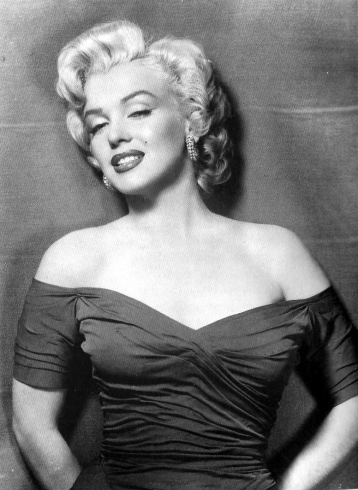 WHAT IS BEAUTY? MARILYN MONROE(1926 - 1966) IS FULL OF GRACE, CHARM, AND CONTINUES TO CAPTIVATE MINDS OF PEOPLE WHO VIEW HER IMAGES.